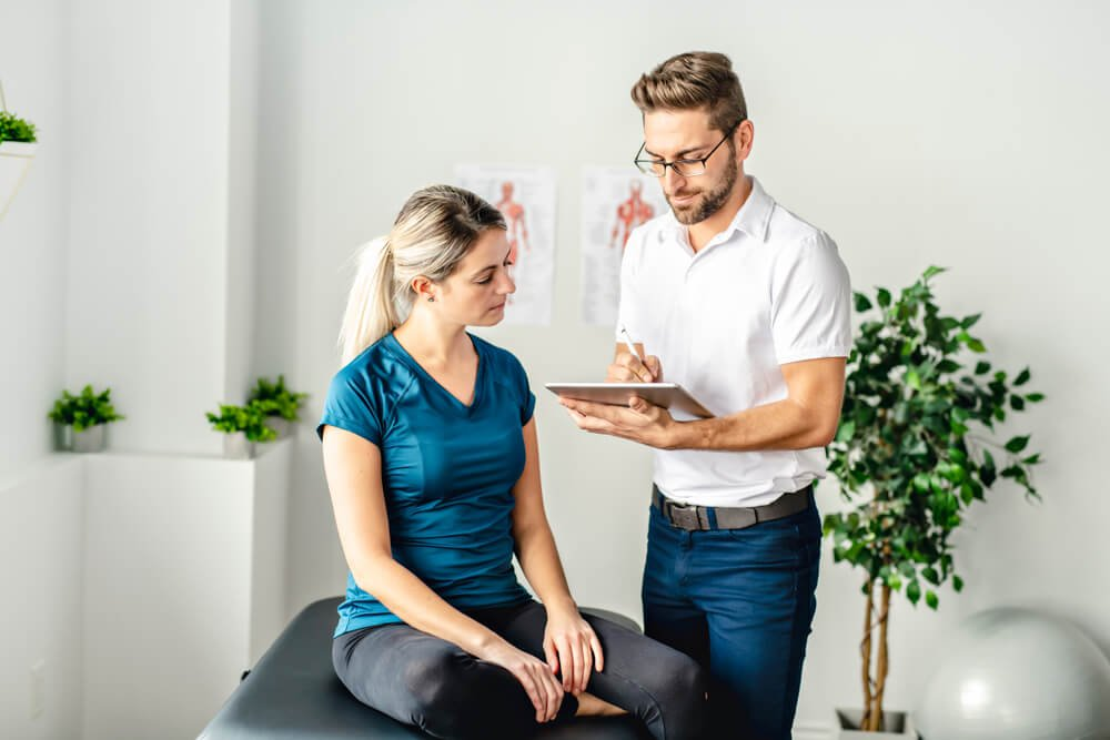 woman-at-chiropractor