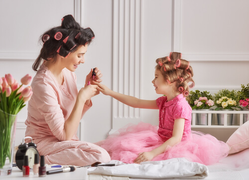 a mum and daughter polishing their nails