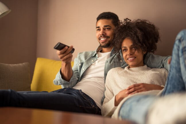 couple watching tv good energy plan