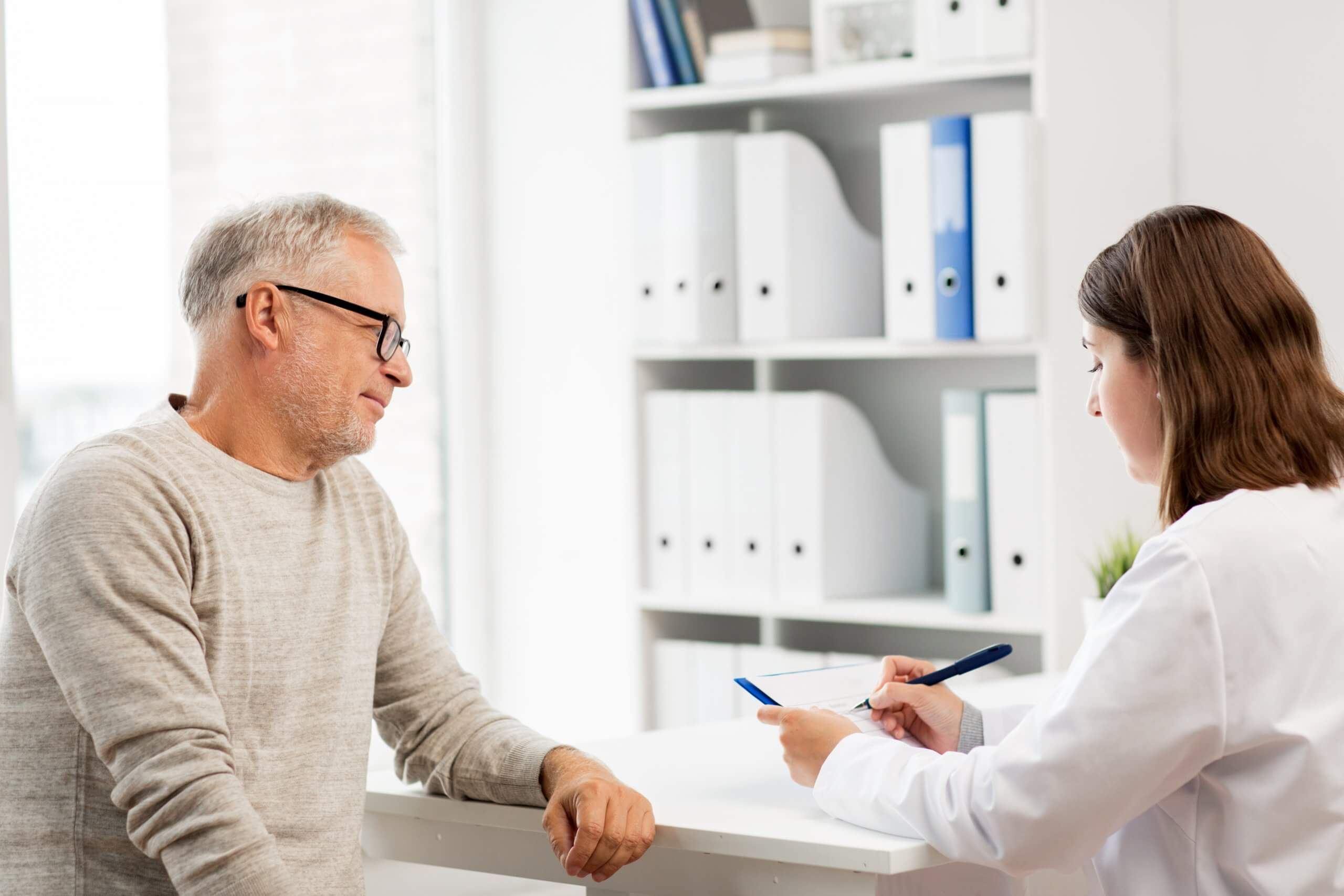 man getting diagnosed with Alzheimer's