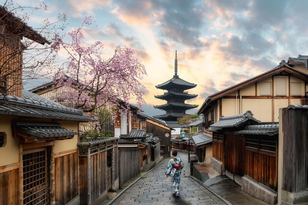 Yasaka Pagoda and Sannen Zaka Street during Cherry blossom season in Kyoto, Japan.