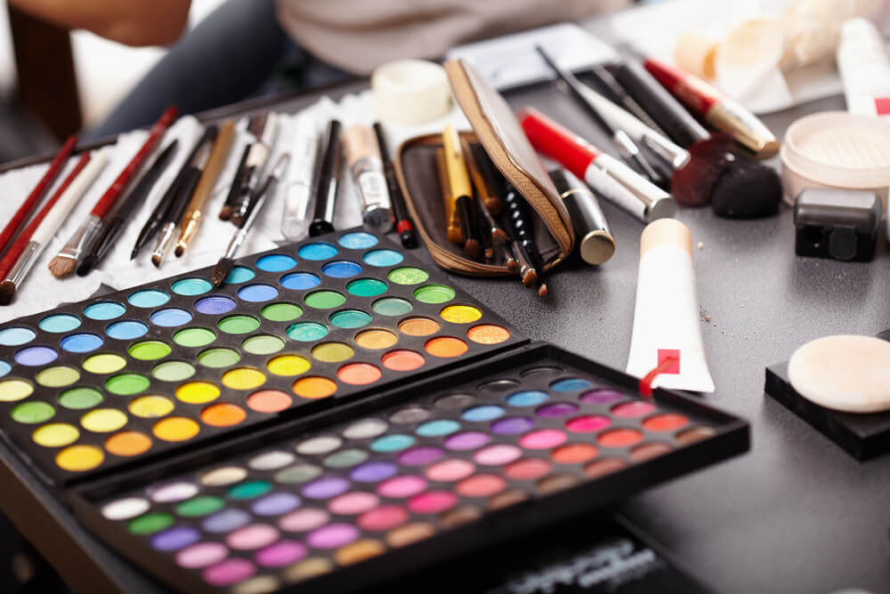 makeup artists brushes tools and products