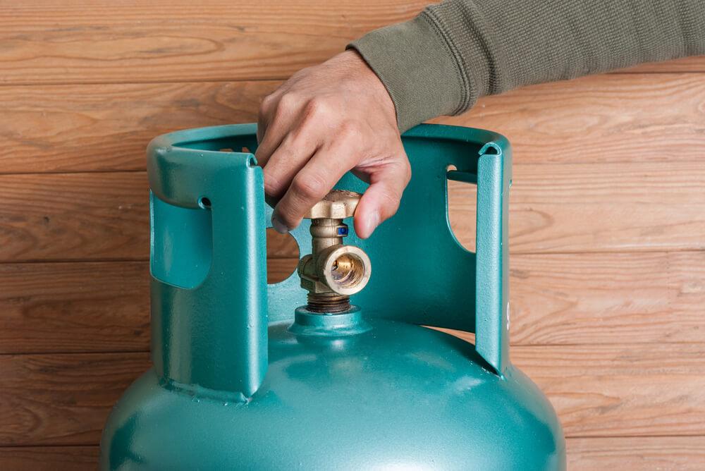 man using lpg gas cylinder