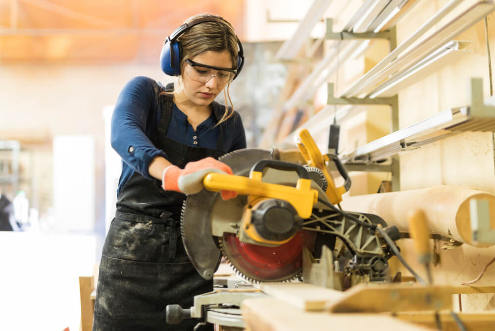Tradesperson using a circular saw.