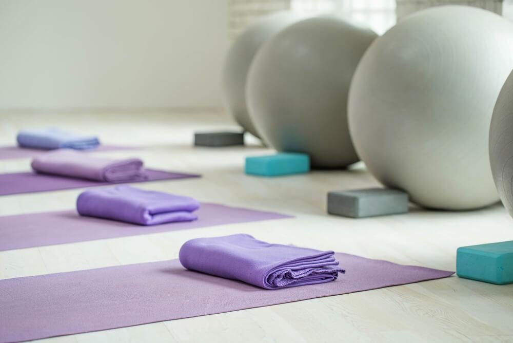 yoga-mat-and-balls