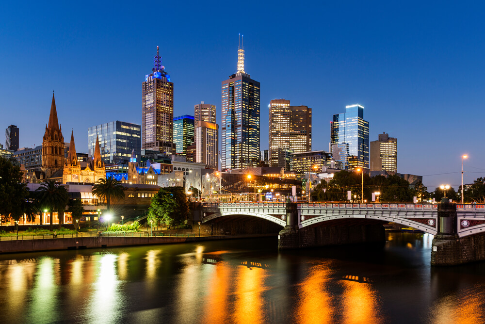 Dusk usage of electricity in Melbourne showing the CBD skyline representing cheapest electricity Melbourne